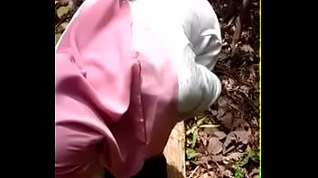 Malay Jilbab Girl Stripping in the Forest - mamihmens.ml