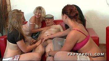 papy baise four salopes pour ses.