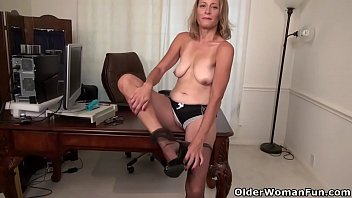 yankee cougar jayden lets you love her butterfly pussy