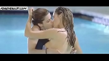 gif DENISE RICHARDS REAL ART GIF (NOT 9 S OF VIDEO IN LOOPS!)