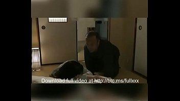 Novinha dormindo e avo molestar e estupra Sleeping Wife abused by Father parte1