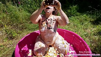 Messy Birthday Sploshing - Watch me cover my ass in cake, chocolate, whip cream, and sprinkles!