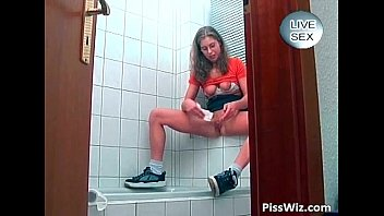 Teen girl piss in middle of hardcore
