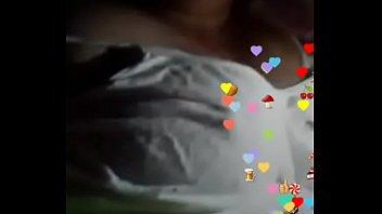 Esposa se exibindo na live no app Jaumo