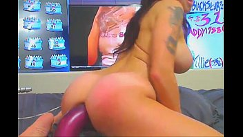 Busty Babe Rubs Her Pussy and Toys Her Ass   - combocams.com