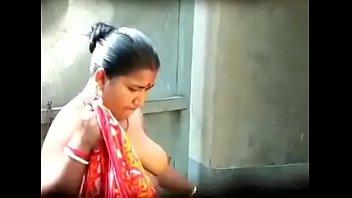 indian bhabi hot boobs caught by hidden cam