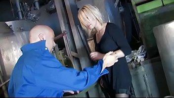 Blonde sexy girl slammed by a mechanic